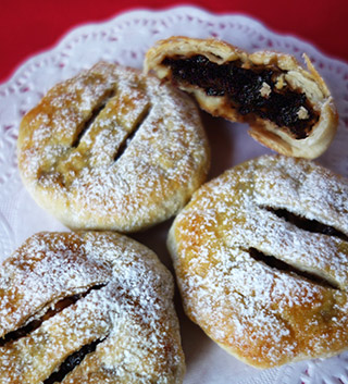 Glutenfree mince pies. Made with gluten-free puff pastry. Filled with organic mincemeat mixed with Jamaica Rum and Bramley apple. All ingredients gluten free